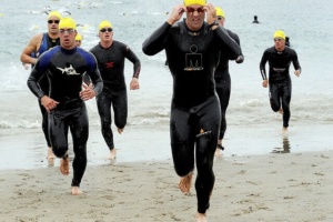 Triathleten mit Neoprenanzug