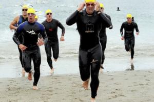 Triathleten mit Neoprenanzug